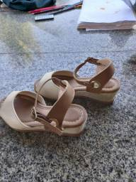 vendo sandália pouco usada * número 28