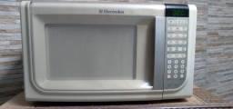 Vendo um micro ondas Electrolux 31 lts