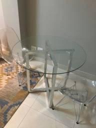 Mesa redonda completa com 2 cadeiras de acrílico
