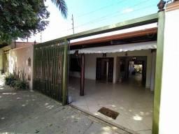 Título do anúncio: Vende linda casa no Conjunto Caiçara, em Goiânia, com 3/4 sendo 1 suíte, garagem coberta.