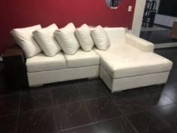 Sofá grande, semi novo, em couro branco
