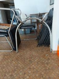 Mesa com tampo de vidro + 4 cadeiras.