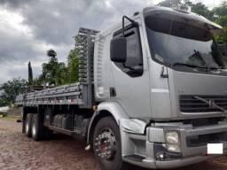 Caminhão volvo vm 260 6x2 com carroceria ano 2011