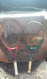 Um par de raquete