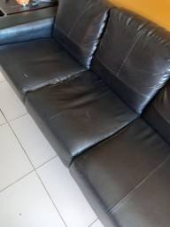Só hoje! Sofá de couro preto! 4 lugares super espaçoso