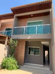 Casa Duplex 03 quartos sendo 01 suíte, varanda e garagem. Nascente.