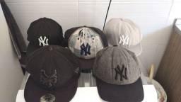 Vendo 5 bonés New era, marca New York. todos originais!! Vem que dá negócio!