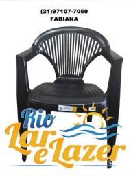 Cadeira de Plástico com braço