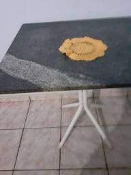 Uma mesa pequena