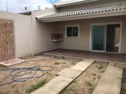 Linda casa com 3 suítes no Eusébio