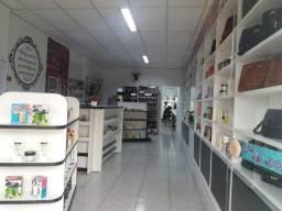 Loja de cosméticos e salão de beleza em anexo, em Dois Vizinhos no Paraná