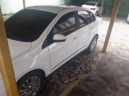 Vendo Grand Siena 1.6 Essence 100% completo - 2014