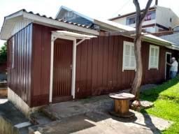Alugo Casa 2 Dormitórios Fundos c/ estacionamento sem animais Bairro Planalto