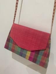 Bolsa artesanal de palha colorida