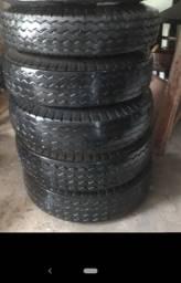 05 pneus de caminhão montados