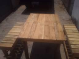 Mesa com 2 bancos de palete