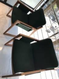 Cadeiras estofadas semi-novas