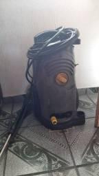 Lavadora de alta pressão karcher.
