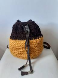 Bolsa de crochê e couro