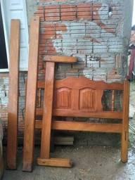 Vendo uma cama de madeira de casal sem trado