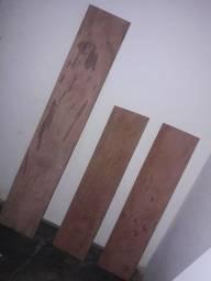 Tábuas de madeira boa.