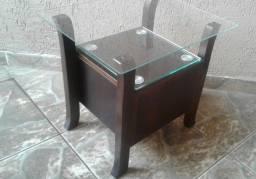 Mesa de apoio lateral com vidros cor mogno