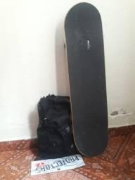 Skate e equipamento de proteçao