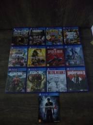 Jogos de PS4 e funkos
