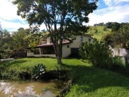 Chácara de 6.000 m2 com casa, piscina e tanque de peixes à venda em Cambuí - MG