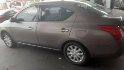 Nissan  versa completo 2012/13