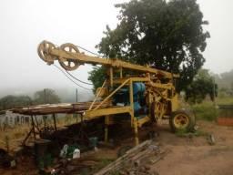Maquina de fura poço