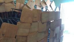 Banquetas de madeira e ferro