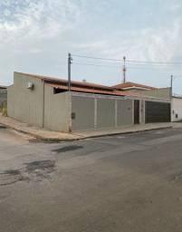 Linda Casa - Rua Tiradentes - 3 Dormitórios - Troco por Imóvel Próximo ao Centro