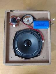 Kit 2 Alto Falantes, Caixa de som madeira, bateria 2.000mah e Botão Power