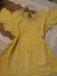 Blusinha amarela bebê com bordados. Social. Tamanho médio.