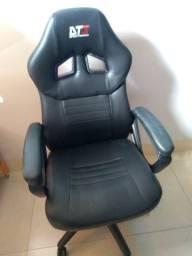 Cadeira Gamer DT3 Sports preta conservada