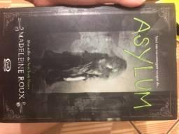 Livro Asylum - Madeleine Roux