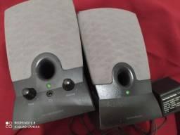 Duas caixinhas de som para computador