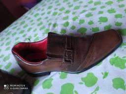 Sapato social usado uma única vez