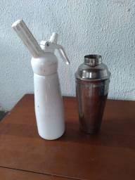 Garrafa sifão e coqueteira