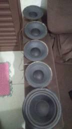 Caixa de som de subgrave 500 RMS cada