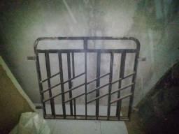 Janela e porta de ferro