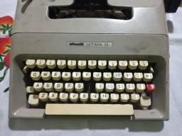Maquina de escrever antiga reliquia