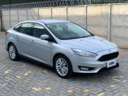 FORD FOCUS FASTBACK SE 2017, veículo garantia de fábrica - 2017