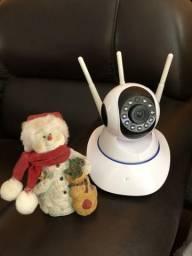Câmera de vigilância IP três antenas filma de noite wi fi