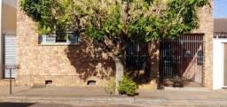 Casa à venda com 3 dormitórios em Centro, Jaboticabal cod:V5154