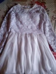 Vende-se vestido branco com renda