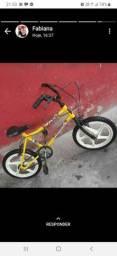 Bicicleta de menino e menina