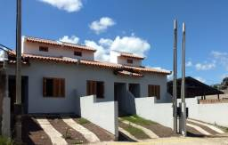 Casa de 02 dormitórios localizada no bairro Bonsucesso