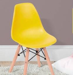 Cadeira Eiffel infantil amarelo! Entrega e montagem grátis em toda Macaé.